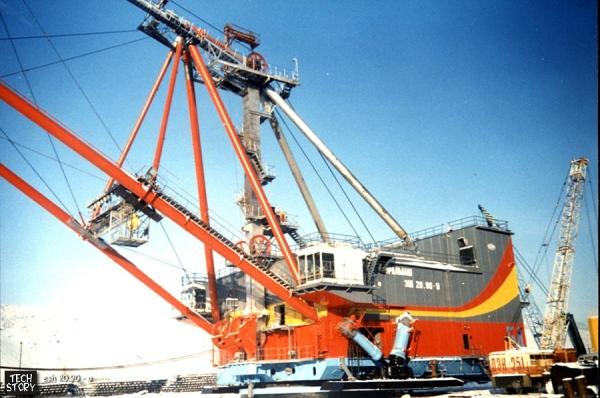 Шагающие экскаваторы Уральского машиностроительного завода
