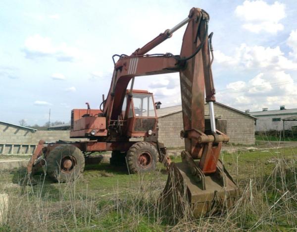 Преимущества и недостатки колесного экскаватора ЭО 4321