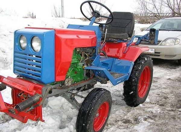 Мини-трактор российского производства кмз 012