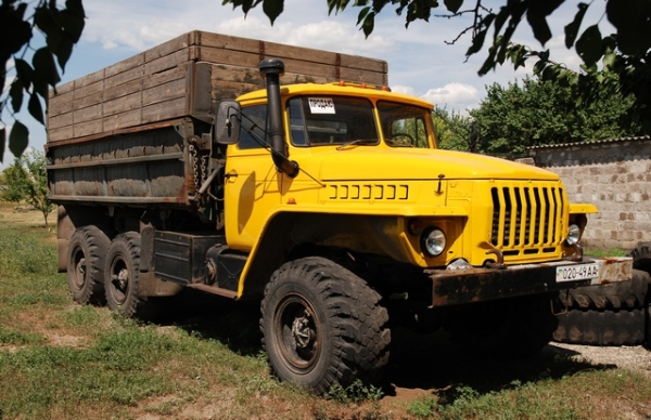 Технчиеские характеристики бортового автомобиля Урал-5557