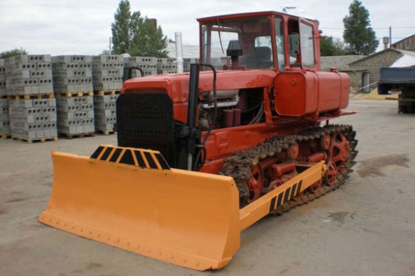 Конструктивные особенности бульдозера ДЗ-42 на гусеничном ходу