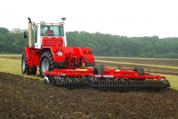 Производитель, технические характеристики, устройство трактора К 744