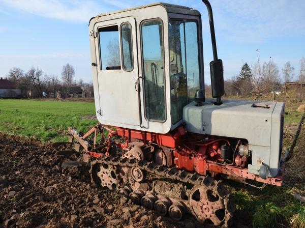 Двигатель, трансмиссия, ходовая трактора Т-70