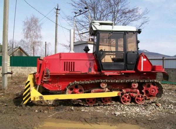 Двигатель, транмиссия и характеристики гусеничного трактора ВТ-100