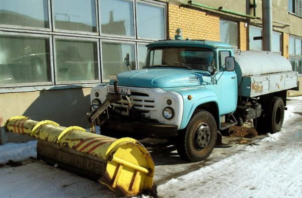 Устройство, принцип работы и особенности поливомоечной машины ПМ-130Б