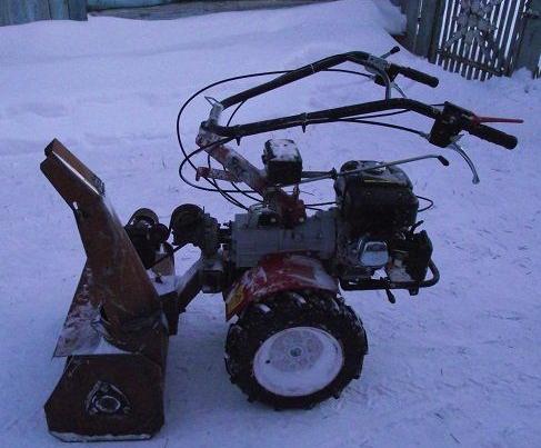 Движок для уборки снега формованный