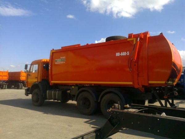 Особенности и характеристики мусоровоза с боковой загрузкой КО-440-5